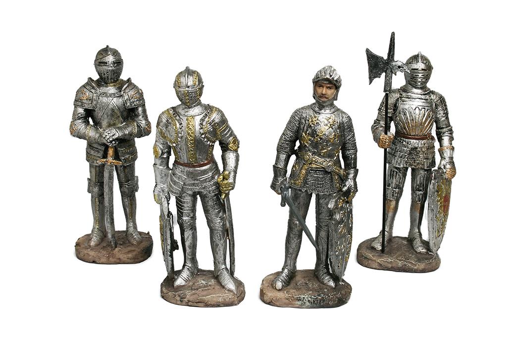 Medievali Resina h cm. 15  4 assortiti