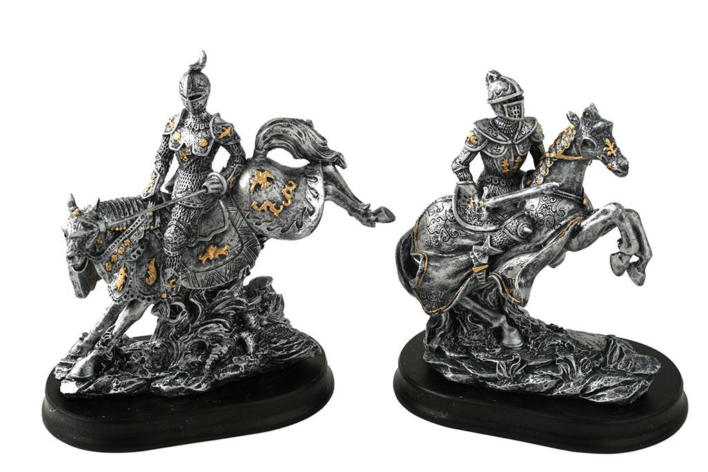 Medievali resina a cavallo 2 ass.ti  h  cm. 15