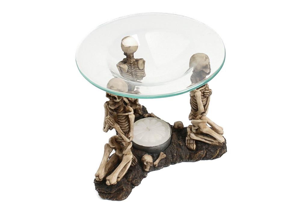 Teschio scheletro brucia incenso