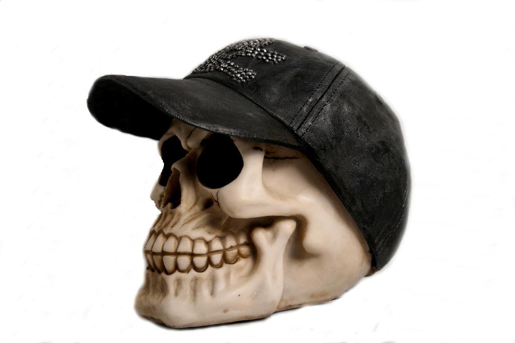 Teschio con cappellino visiera h cm. 13x14