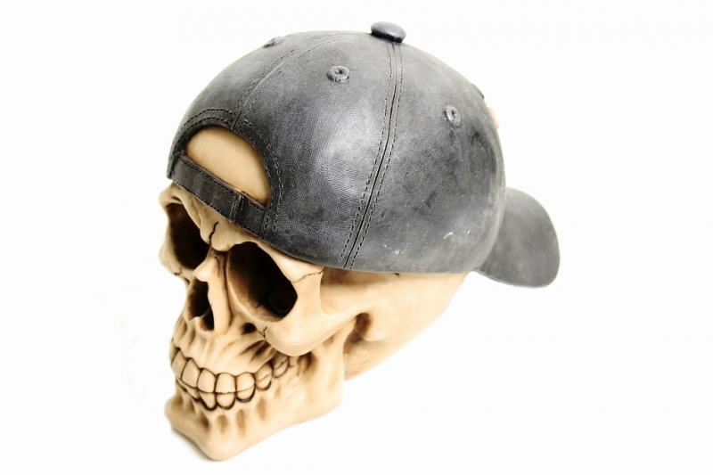 Teschio con cappellino girato cm. 15x12